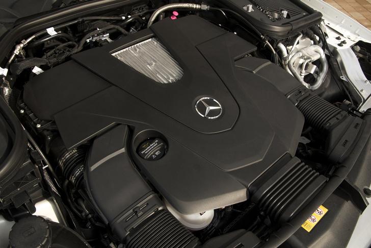 Фото №11 - Чтобы управлять купе Е-класса, нужно сначала отключить автопилот