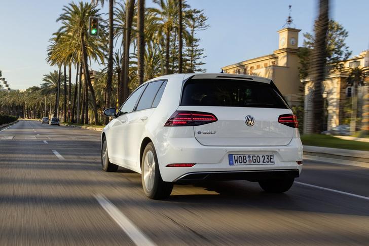 Фото №2 - Этот день настал. Мы прокатились на Volkswagen Golf, а потом включили его в розетку