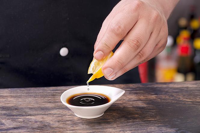 Добавь лимонный сок к соевому соусу