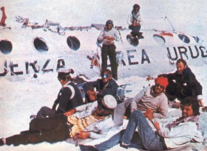 Расчистка самолета от снега. 4 ноября 1972 года