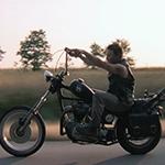 Фото №3 - Норман Ридус из сериала «Ходячие мертвецы»: «Я каждый год ворую арбалеты со съемок...»