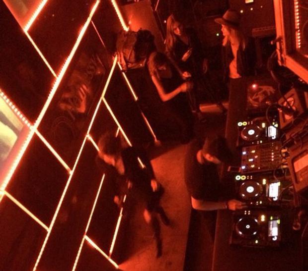 Видео с клуба голодная утка в москве ночные клубы москвы 90 е