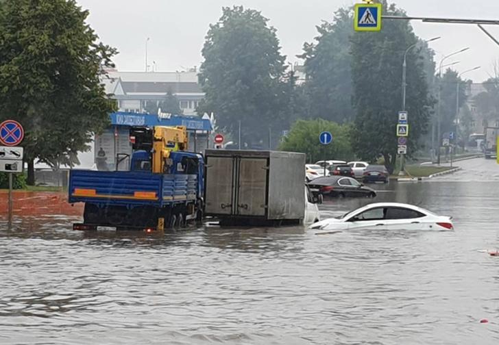 Фото №1 - Самые впечатляющие фото потопа в Шереметьеве из соцсетей