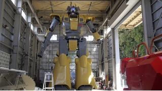 Как японец строит самого большого человекоподобного робота (видео)