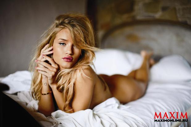 Рози Хантингтон Уайтли вновь появилась на обложке мужского журнала Maxim (ФОТО)