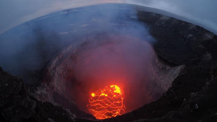 Фото №2 - Лава из вулкана на Гавайях заливает жилые районы (ВИДЕО)