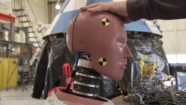 Фото №1 - Посмотри, как NASA издевается над испытательными манекенами! (ВИДЕО)