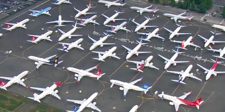 Фото №2 - После скандала с авиакатастрофами компания Boeing не может продать самолеты и вынуждена хранить их на парковке для сотрудников (фото)