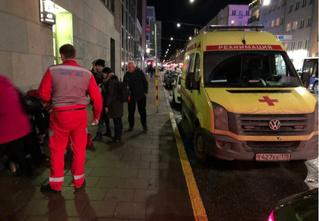 Что?! В Стокгольме жизнь прохожему спасла российская неотложка с питерскими номерами?