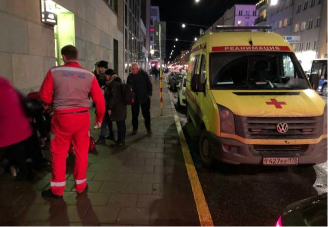 Что?!! В Стокгольме жизнь прохожему спасла российская неотложка с питерскими номерами!