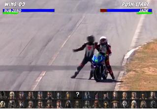 Драка двух мотоциклистов во время гонки (видео)