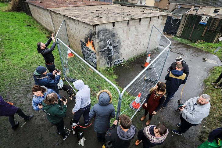 Фото №2 - Британец продал свой гараж за огромную сумму  после того, как на нем появилось граффити Бэнкси