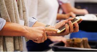 Новая Зеландия ввела штраф в 3250 долларов за отказ предоставить пароль от смартфона на границе