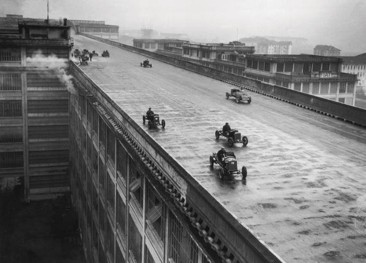 Фото №1 - История одной фотографии: испытание машин на крыше завода Fiat, 1928 год
