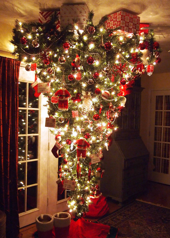 Фото №1 - Как подвесить елку вверх ногами