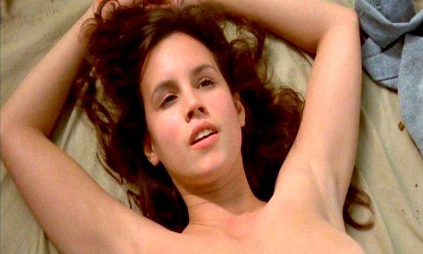 Топ-9 самых эротичных сцен в фильмах ужасов и триллерах