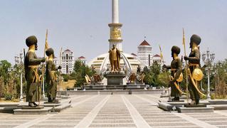 Туркмения не выпустит граждан до 40 лет