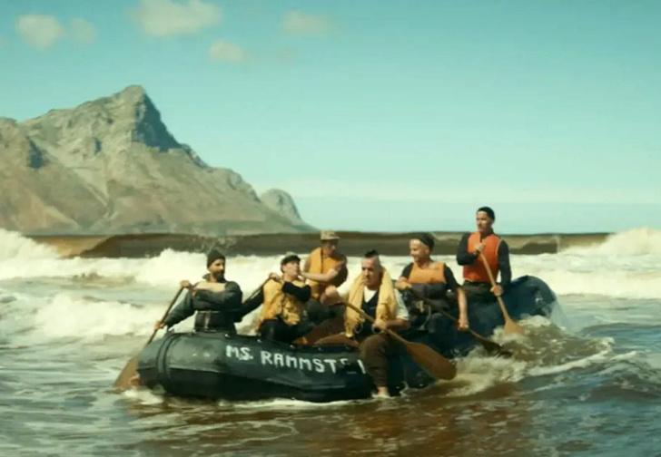 Фото №1 - Приплыли! Новый — колонизаторский — клип Rammstein Ausländer
