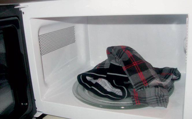 Тестируем разную фигню на всякую ерунду: сушка одежды в микроволновке