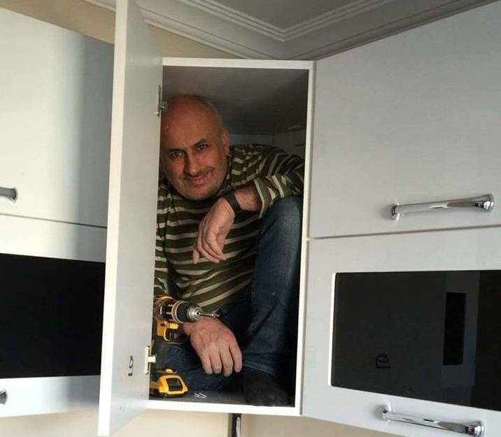 Фото №1 - В Сети набирает популярность флешмоб «Надежный шкафчик на одного»