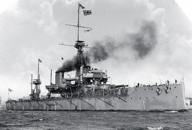 В Англии спущен на воду боевой корабль нового типа— линкор «Дредноут» («Неустрашимый»), в вооружении которого используется исключительно артиллерия главного калибра.