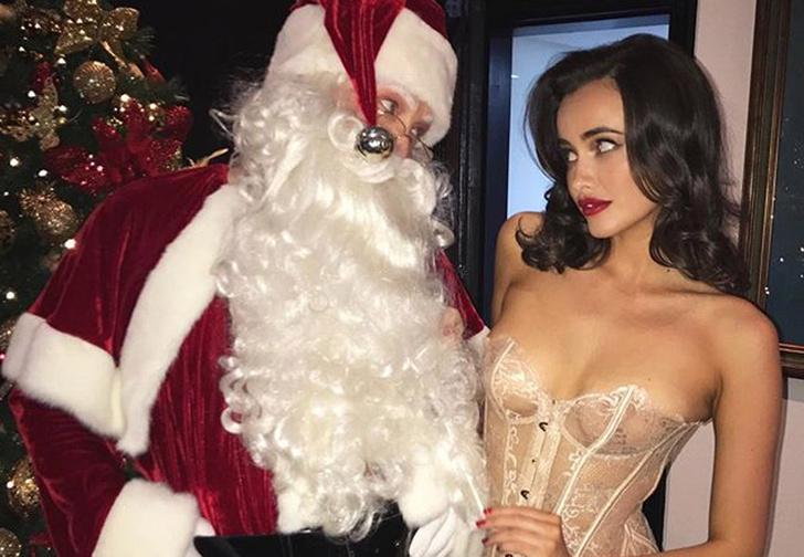 Фото №1 - 19 моделей, доказывающих, что Новый год — очень сексуальный праздник!
