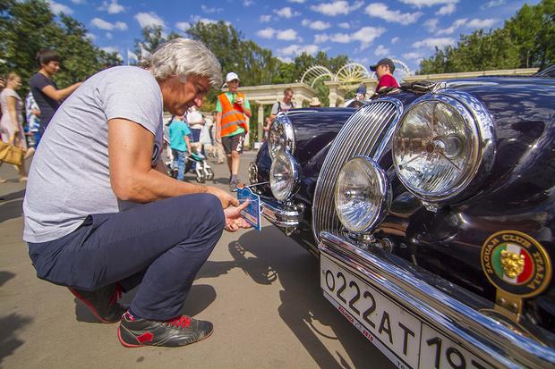 Фото №2 - Старики заводят моторы: в Москве прогремело ралли классических автомобилей