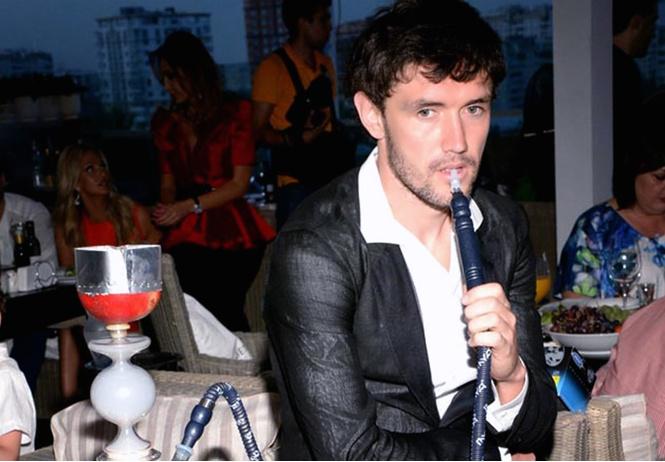 мир прежним российским футболистам запретили курить кальян