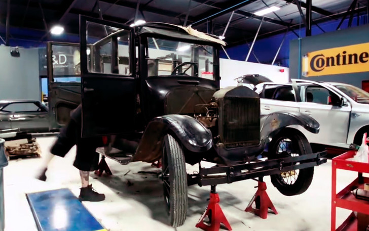 Фото №3 - Те самые West Coast Customs прокачали Mitsubishi 1917 года!