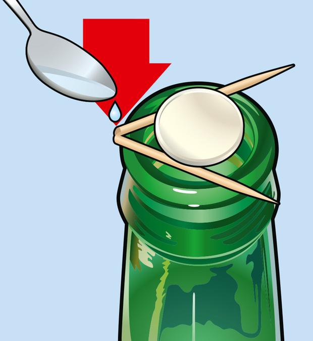 Фото №2 - Фокус: как поместить монетку в бутылку