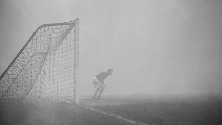 Фото №1 - История одной фотографии: матч в лондонском тумане, 1937