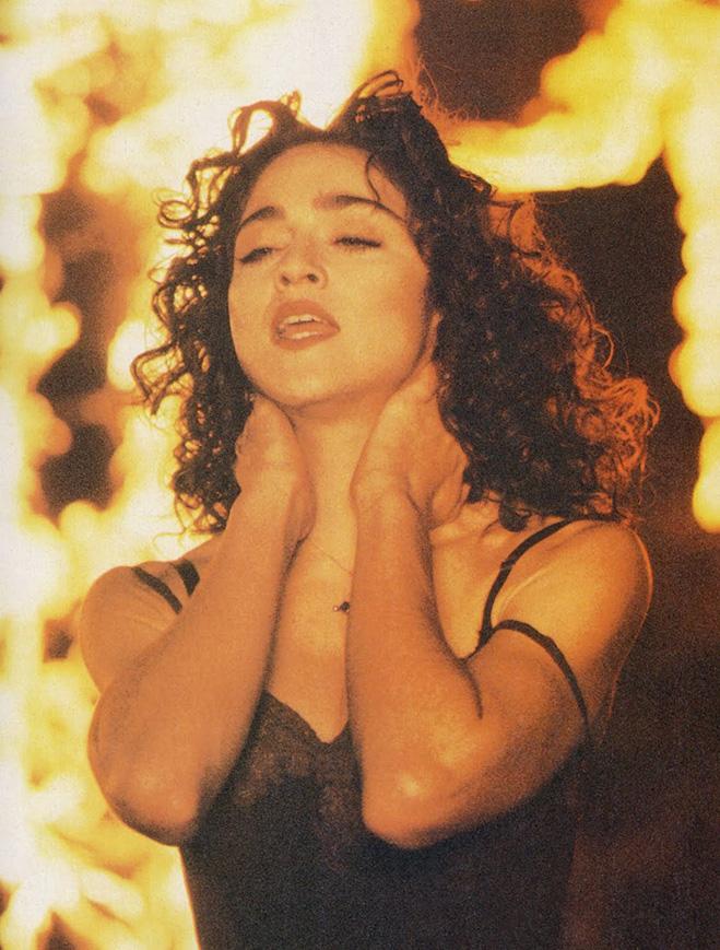 Мадонна в клипе «Like a Prayer»