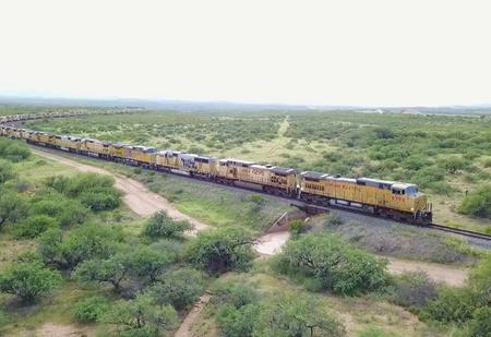Почти 300 заброшенных локомотивов в аризонской пустыне (ВИДЕО)