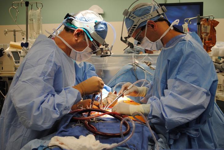 Фото №1 - Мужчине сделали пересадку сердца. Теперь у него два сердца