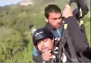 Турист на падающем параплане снял на видео, как герой-пилот сам погиб, но его спас