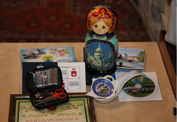 Фото №3 - Уральским охотникам за спасение потерявшихся в лесу детей подарили педикюрные наборы