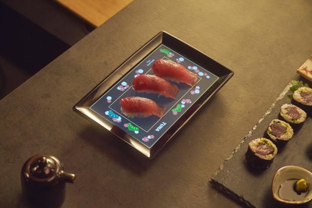 Фото №1 - LCD-фарфор: тарелка со встроенным дисплеем и подключением к смартфону