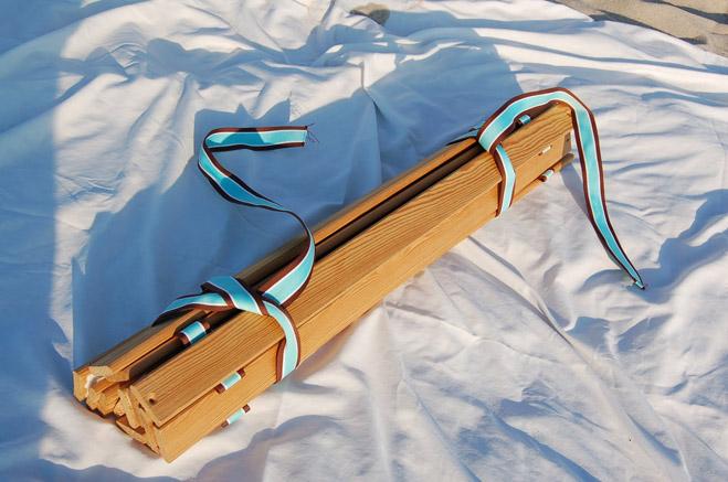 Пляжный столик в рулоне