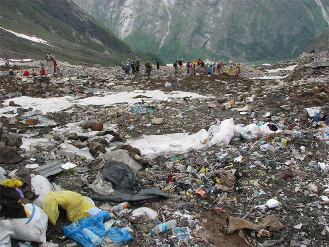 Фото №4 - Люди так загадили Эверест, что теперь его пытаются разгадить