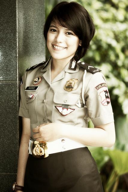 Фото №13 - Самые красивые девушки-полицейские мира