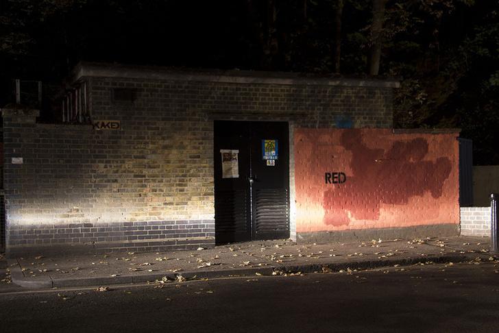 Фото №7 - Красное на черном: Как уличный художник троллил коммунальщиков
