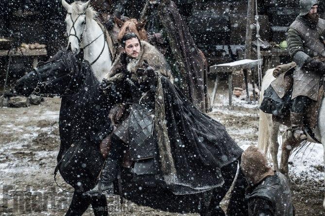Фото №2 - Интригующие фотографии со съемок нового сезона «Игры престолов»