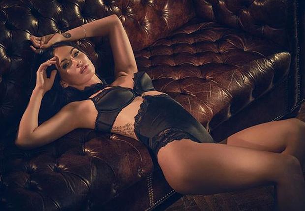 Фото №1 - Меган Фокс снова рекламирует нижнее белье прямо на себе!