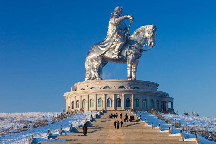 Фото №1 - 50-метровый Чингисхан— самая огромная конная статуя в мире