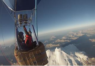 Совершен рекордный перелет через Эльбрус на тепловом аэростате