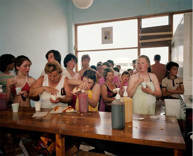 Фото №1 - Обычный туристический ад: фотографии английского курорта в 80-е