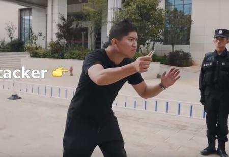 Как разобраться с нападающим с ножом — версия китайской полиции (ВИДЕО)