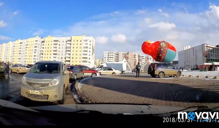 Фото №1 - Гигантская матрешка летает по Братску! Разудалое ВИДЕО