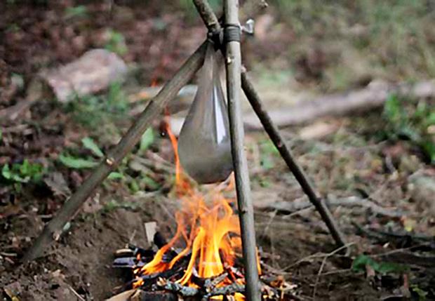 Фото №1 - Как вскипятить воду в презервативе
