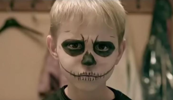 Фото №1 - «Зачем ты, мама, на дочку пялишь омерзительную маску?»: христианский шансон о вреде Хеллоуина (видео)